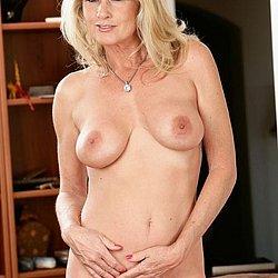 Reife blonde frauen nackt bilder